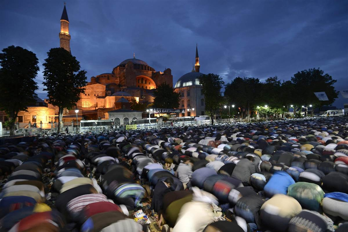 agia_sofia_muslims_prayers